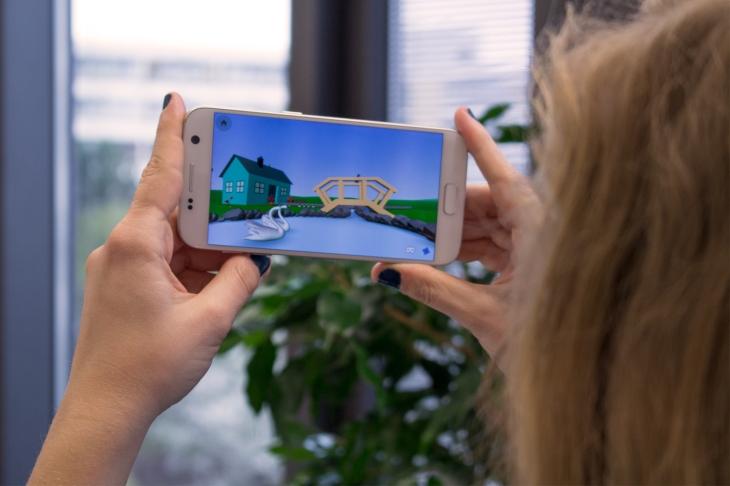6 Viewing on smartphone © Delightex copy